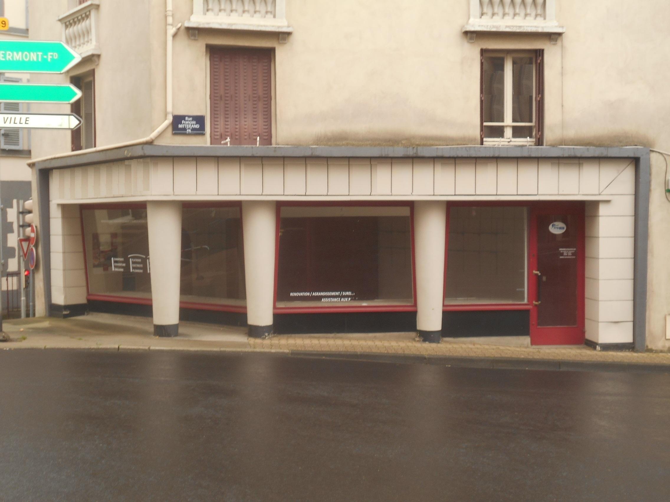 Local commercial ou bureaux / REF576