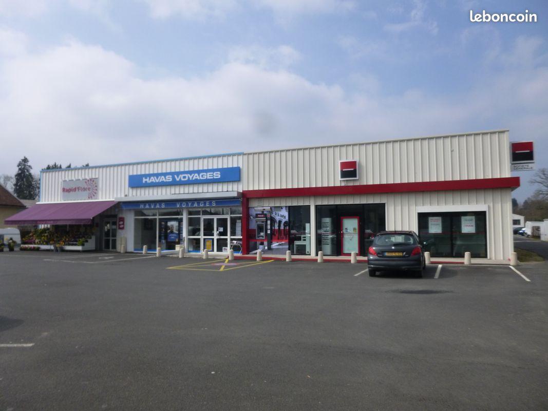 Bâtiment 212m² à louer Av Général De Gaulle Thiers / REF1087