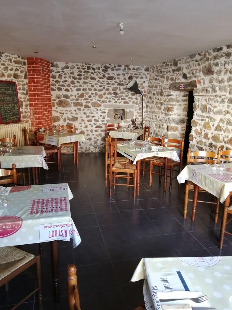 Bar Restaurant à reprendre Centre-Bourg de Châteldon / REF1218